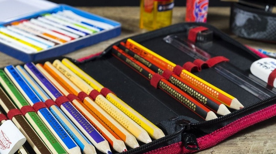 SEOC continúa entregando kits escolares