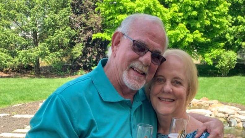 50 años después   Encontró a sus padres biológicos y logró que se casen