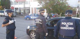 Tenía Covid, manejaba ebrio y le tosió en la cara a policías