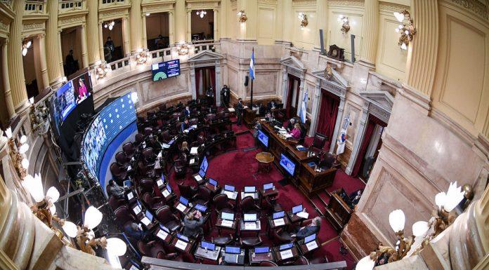 Discusión en el Senado por tres camaristas